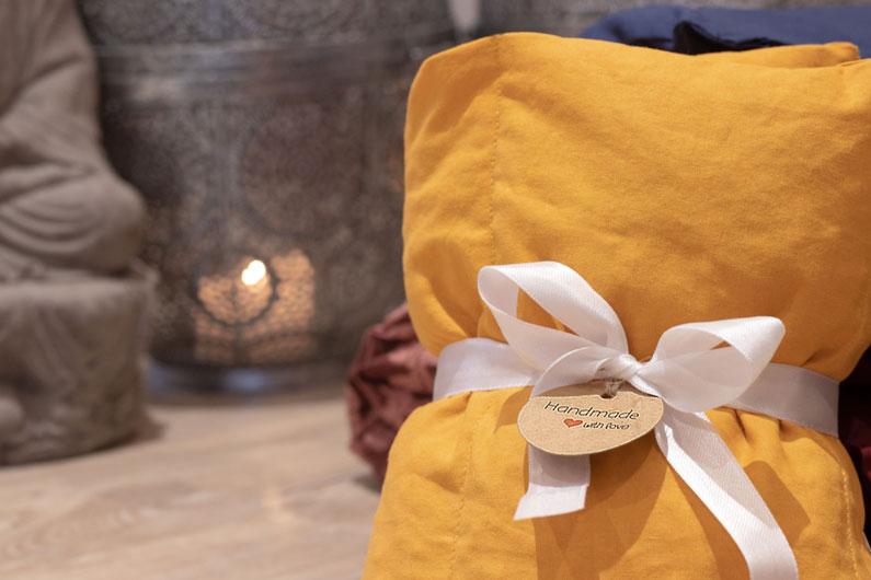 Pure Rest by Uglebjerg er håndsyede varmepuder og øjenpuder. Produkterne er lavet i øko-tex stof. En lækker gave-ide.